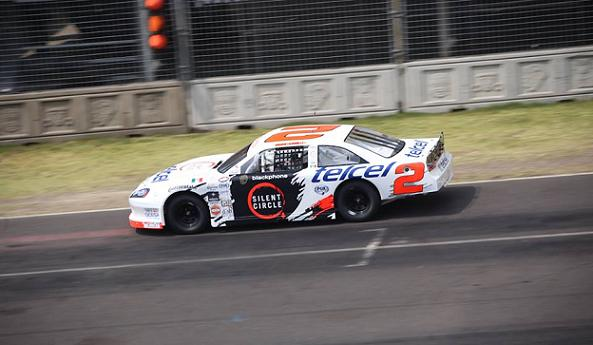 Luis Felipe Montaño logra la victoria en la segunda fecha de NASCAR