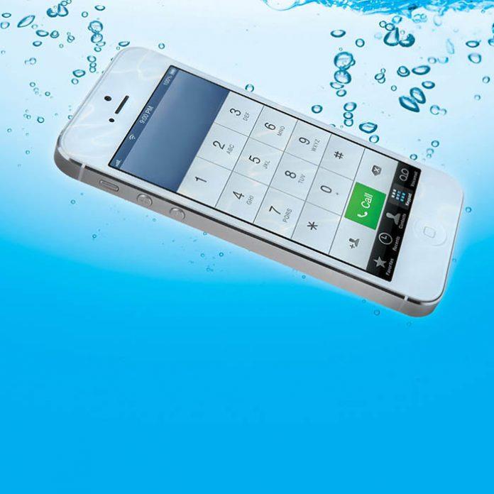 Mi smartphone se cayó al agua