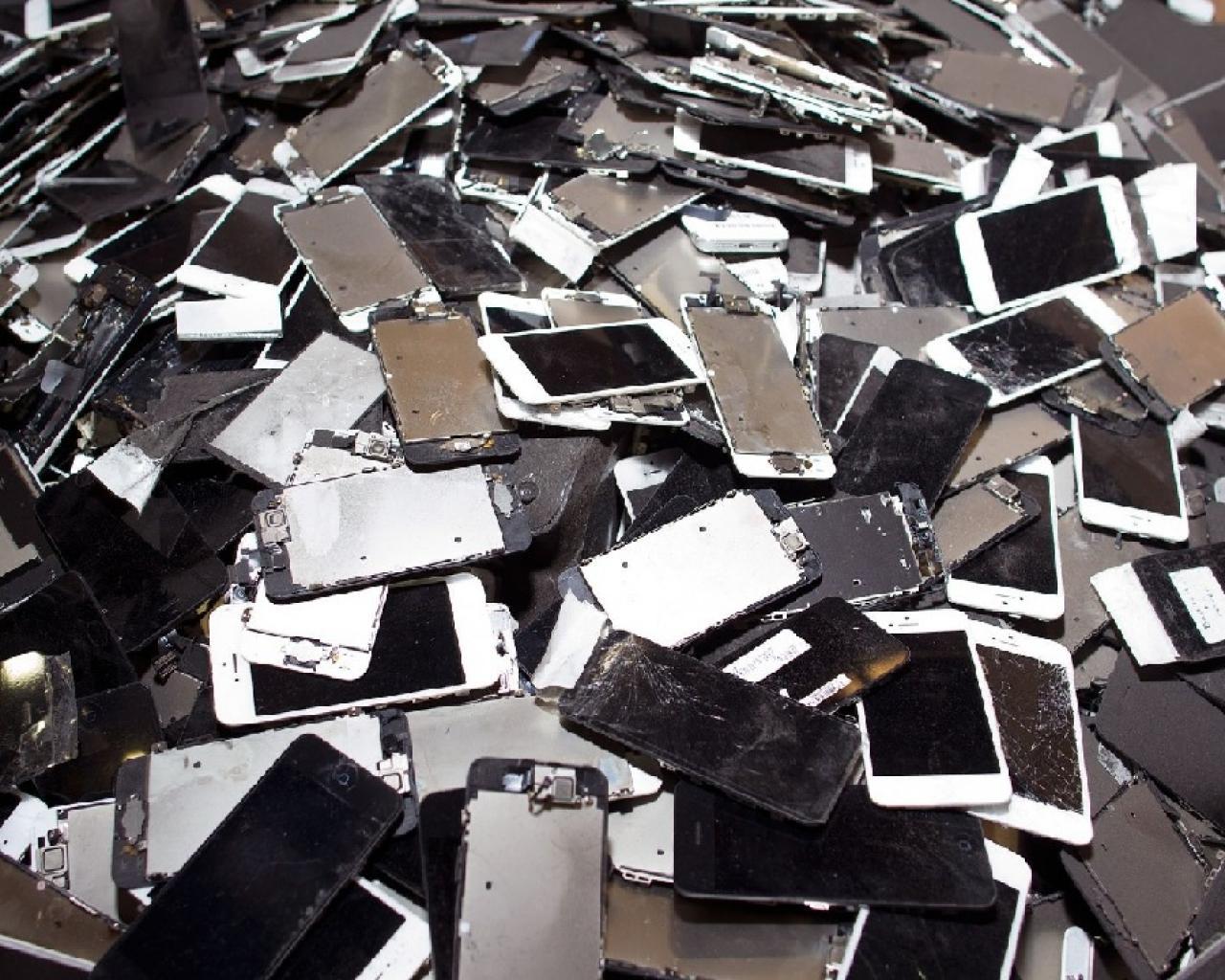 ed21d9_Smartphone- desechado-4