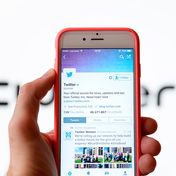 Muted Words se encuentra en el menú de configuración de notificaciones de la app de Twitter. (Foto: Shutterstock)