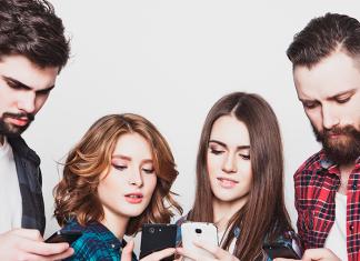 jóvenes en el celular