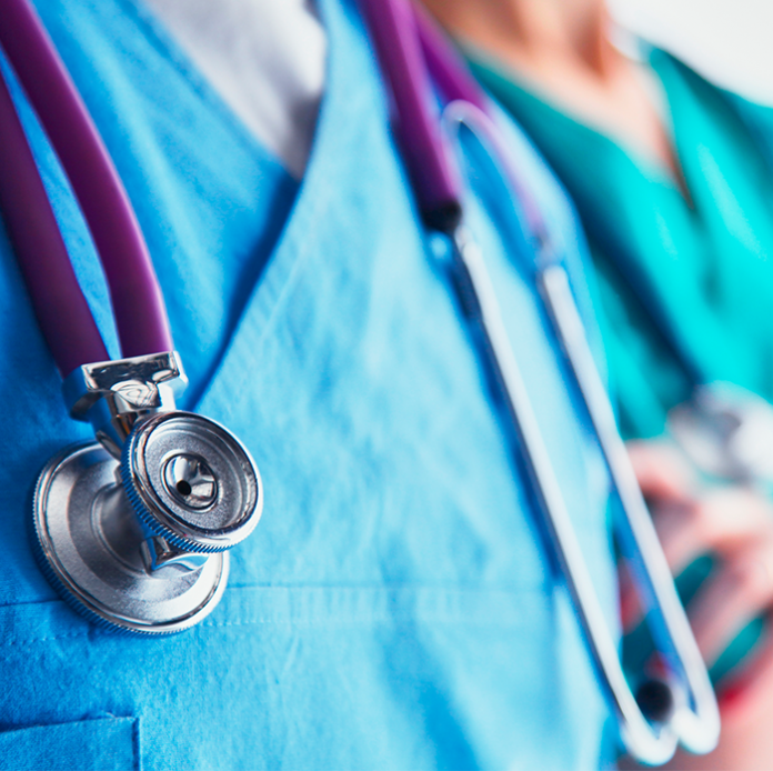 médicos y enfermeros