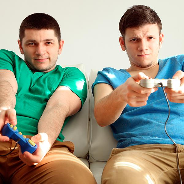 El gamer mexicano disfruta mirar transmisiones en vivo de jugadores profesionales y torneos como League of Legends. (Foto: Shutterstock)