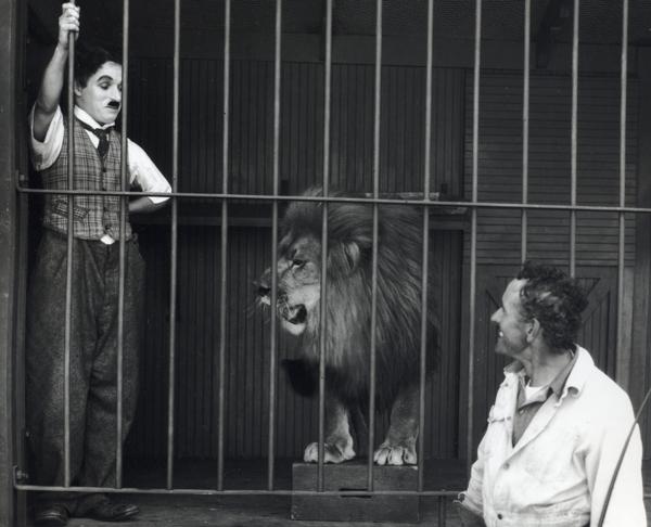 Charlot es un vagabundo que se hace pasar por miembro de un circo y se vuelve un éxito. (Foto: Hoyesarte)