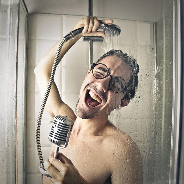 Una ducha que reproduce m sica y se carga con agua - Canciones para la ducha ...