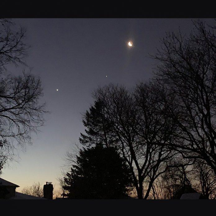 así se ve la alineación de venus, júpiter y la luna
