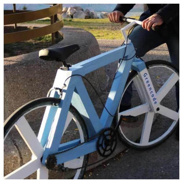 Mexicano crea la primer bicicleta reciclada.