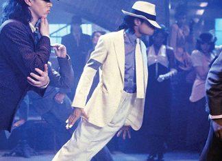 Michael Jackson desafiando las leyes de gravedad en Smooth Criminal.