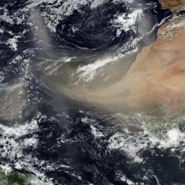 Nube desierto Sahara NASA