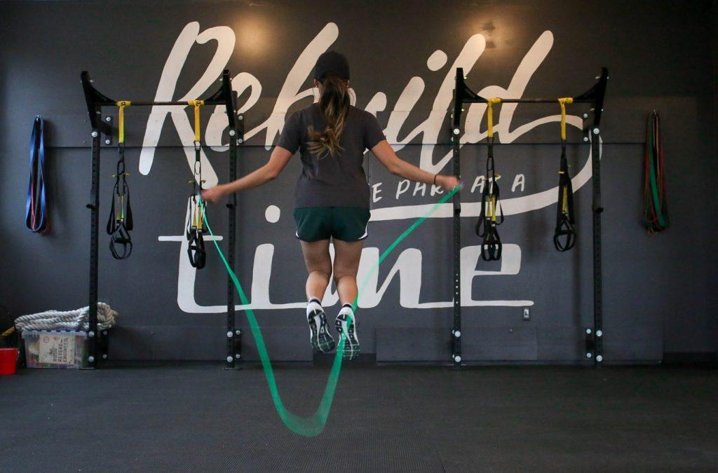 rutina con cuerda de saltar para bajar de peso