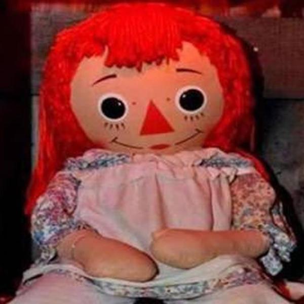Annabelle muñeca desaparecida museo Warren