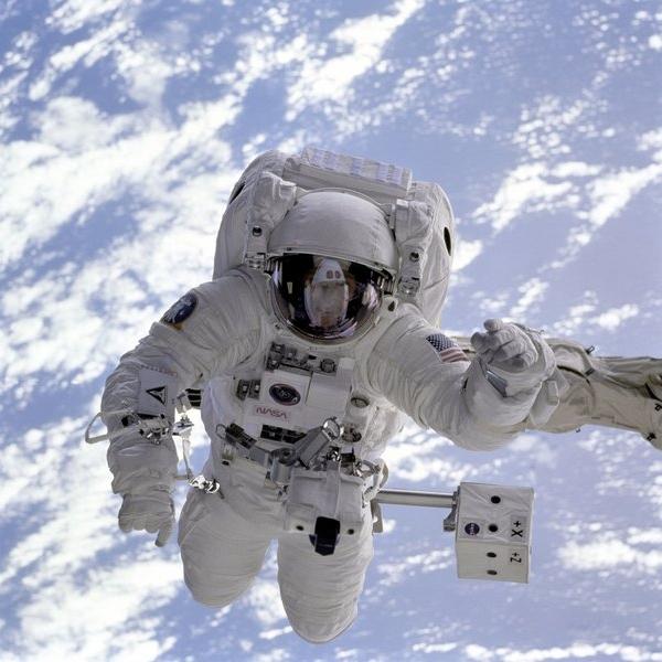 foto de astronauta en el espacio