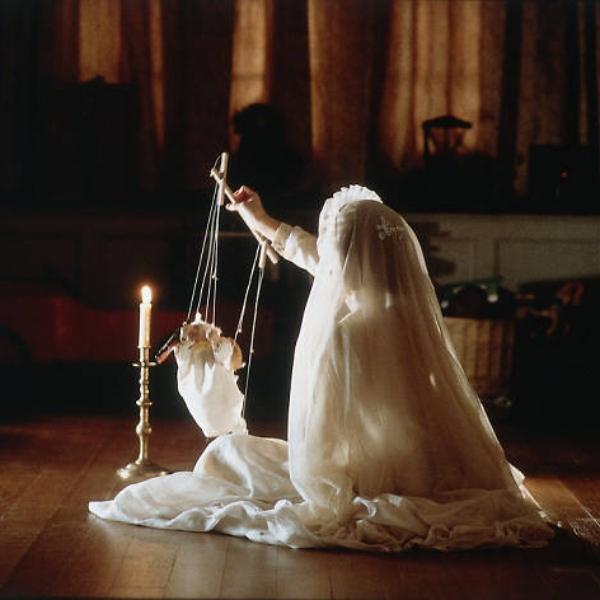 Escena película Los Otros Nicole Kidman 2001