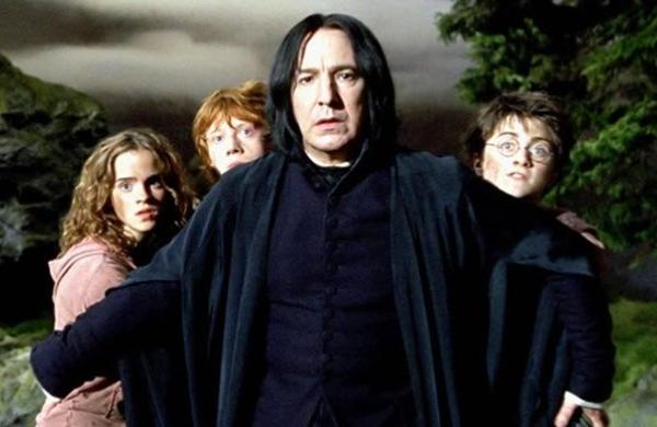 Severus Snape protege a Harry, Ron y Hermione en Harry Potter y el prisionero de Azkaban