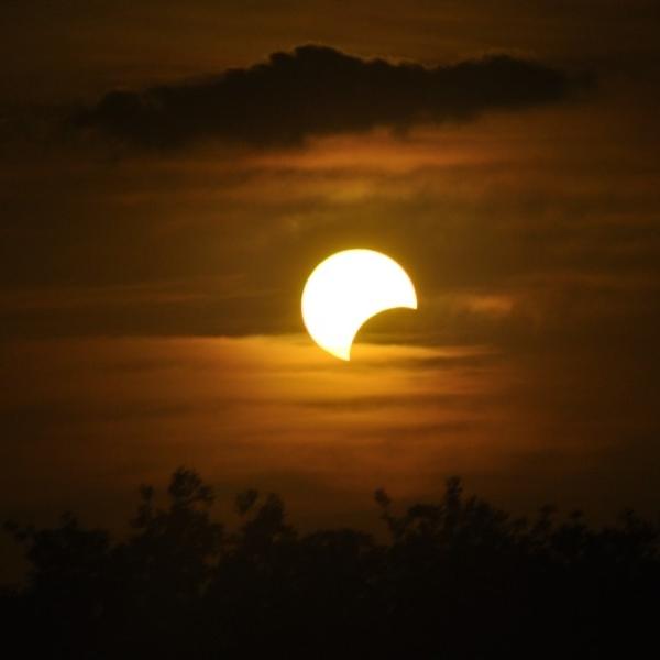 Atardecer con eclipse de sol