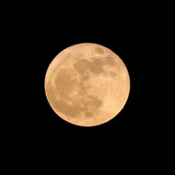 foto de la luna azul del 2020