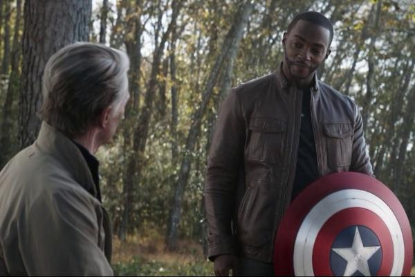 Capitán América viejito Falcon Anthony Mackie Chris Evans