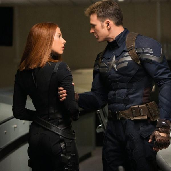 Black Widow y Capitán América Chris Evans