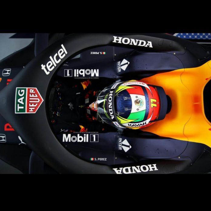 Checo Pérez casco auto RedBull Racing