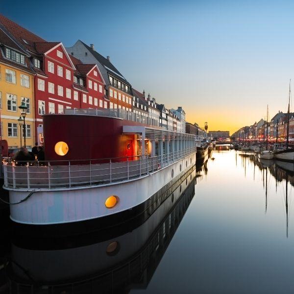 Paisaje Dinamarca países más felices del mundo
