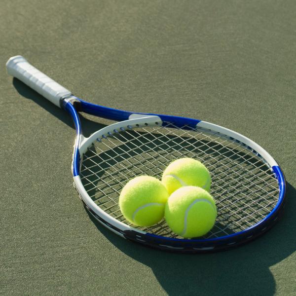 Raqueta y pelota tenis
