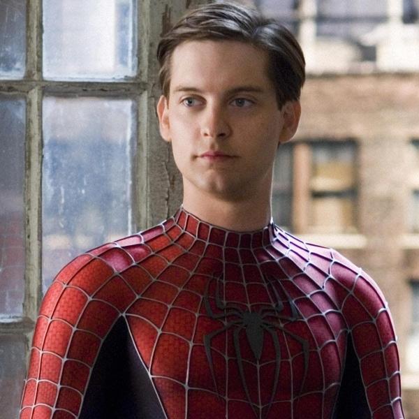 Tobey Maguire en Spider-Man 2 traje Peter Parker