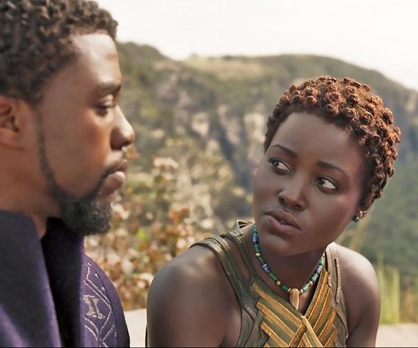 Chadwick Boseman y Lupita Nyong'o personajes Marvel