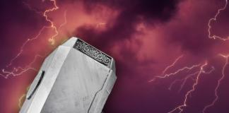 Superhéroes de distintos universos que han podido levantar el martillo de Thor