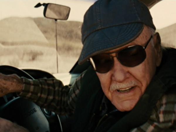 Stan Lee cameo martillo Mjolnir