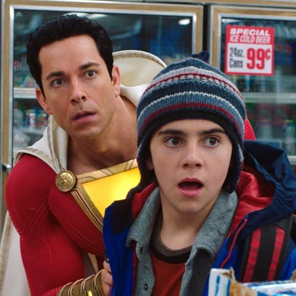 Shazam y Freddy, escena de probando poderes en la tienda- Blog HolaTelcel