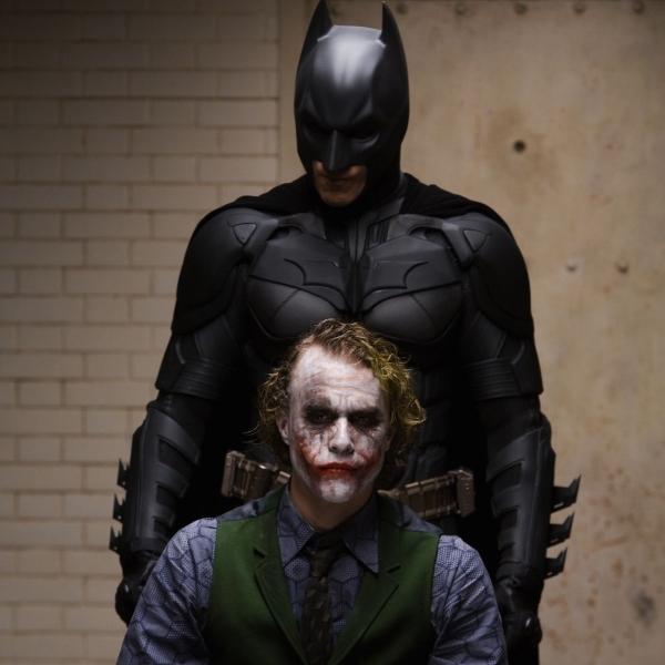 Christian Bale y Heath Ledger como Batman y Joker en El Caballero de la noche.- Blog Hola Telcel