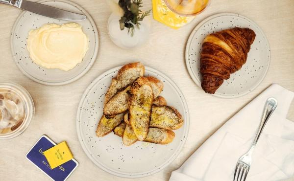 Bumble Brew cuenta con un menú italiano, restaurante para citas formales y bar de cócteles. Blog Hola Telcel