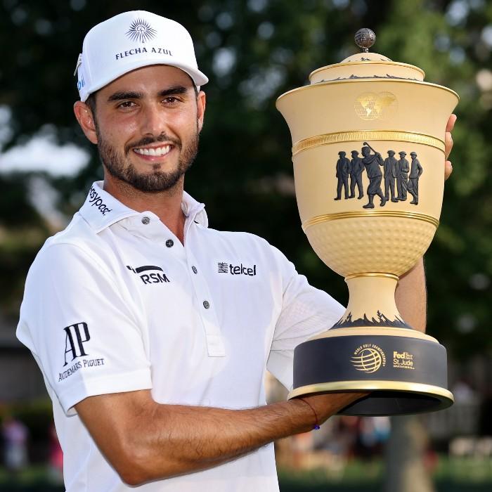 Abraham Ancer con trofeo por campeonato PGA Tour - Blog Hola Telcel