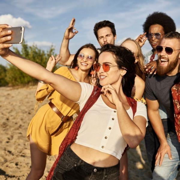 Selfies en familia o con amigos utilizando el Asistente de Google.- Blog Hola Telcel