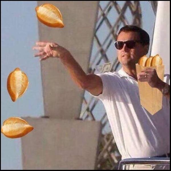 Meme de Leonardo Dicaprio lanzando bolillos para el susto.- Blog Hola Telcel