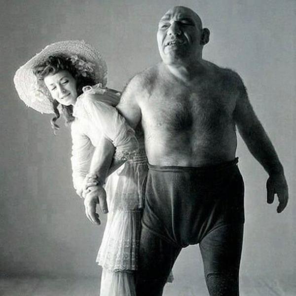 Maurice Tillet y su esposa, luchador que se cree inspiró la creación de Shrek.- Blog Hola Telcel